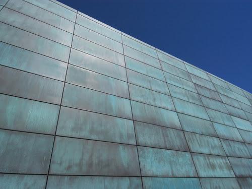Fachada ventilada realizada con ALPOLIC/fr CCM