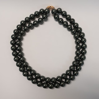 14K Gold and Black Imitation Pearl Necklace