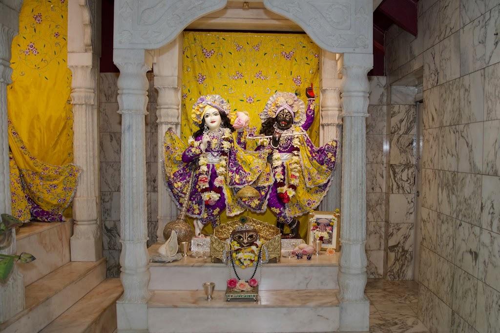 ISKCON New Govardhana Deity Darshan 22 Dec 2016 (29)
