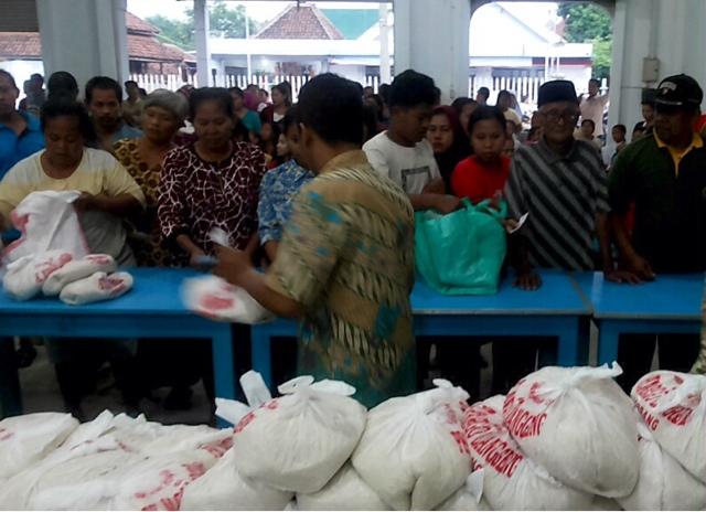Peringati Ching Bing, Perkumpulan Margo Langgeng Bagi-bagi Ratusan Paket Beras