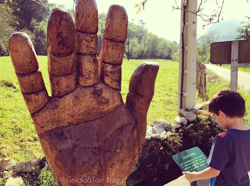 La manona, esculturas mitológicas en el Camín Encantau