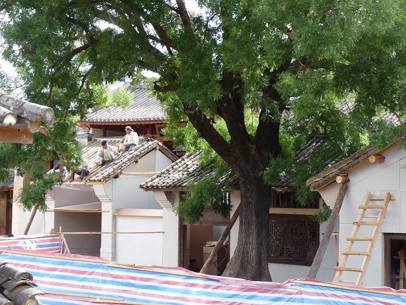décor de théâtre, devant le vrai  temple pour une série TV