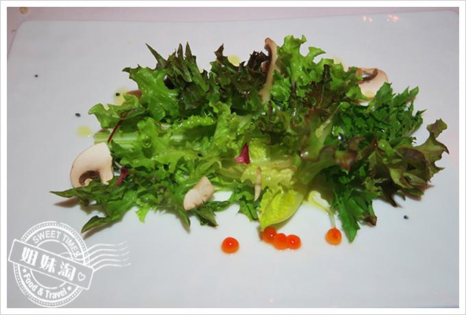 高雄漢來大飯店(The Grand Hi Lai Hotel) 龍蝦酒殿-鮭魚卵生菜沙拉