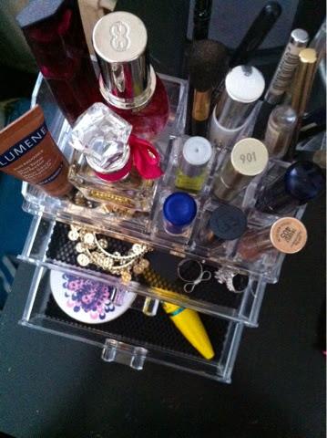 meikkien säilytysrasia, meikit, kosmetiikka, säilytysrasia, kirkas rasia, makeup organizer, make-up sotrage box,  cosmetic