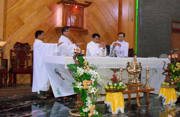 Giáo xứ Phước Hoà  cùng chia tay và tiễn Cha Phó đi nhận sứ vụ mớ