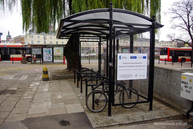 Parking rowerowy przy dworcu PKP Gdańsk Główny także wybudowany za unijne fundusze.