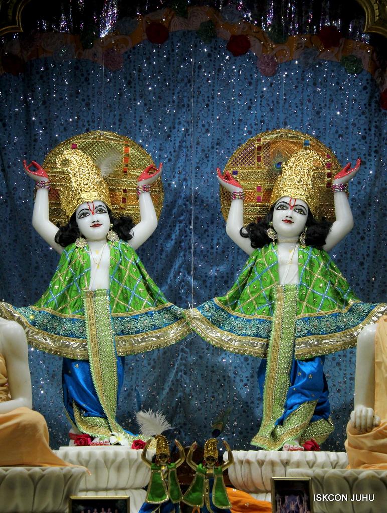 ISKCON Juhu Mangal Deity Darshan on 5th Sep 2016 (36)