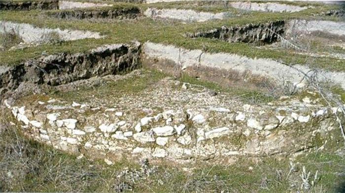 Ábside de villa excavado