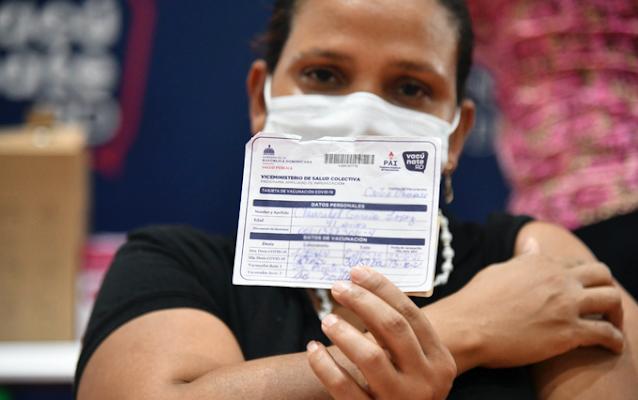Tildan de abusiva la exigencia de tarjeta de vacunación del Covid