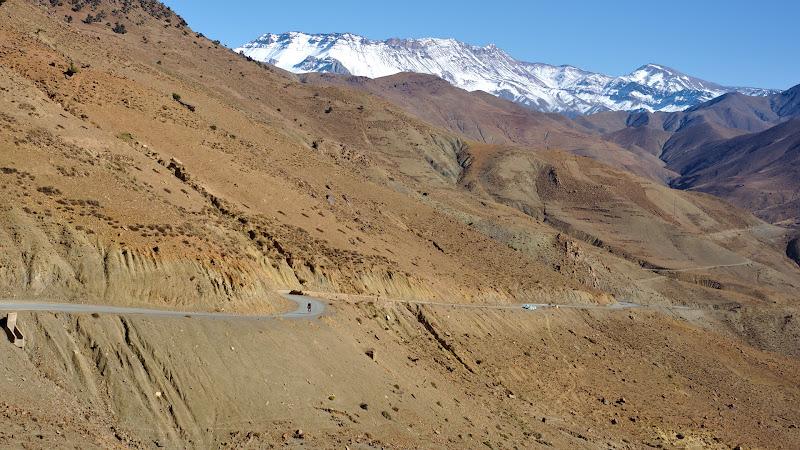 Primul pas al zilei, inapoi spre 2200 de metri.