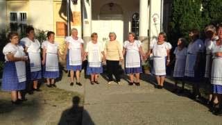 Szüreti bál Jákó 2013.09.21. - Népdal éneklés a faluház udvarán 4. rész