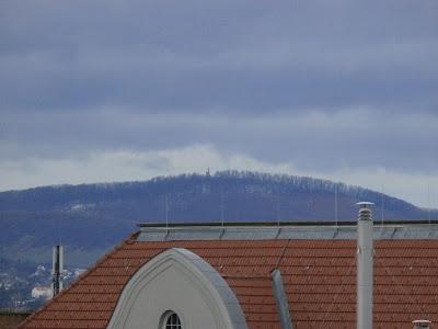 Nur noch Schneereste am Hermannskogel, dem höchsten Berg Wiens mit 542 Meter.