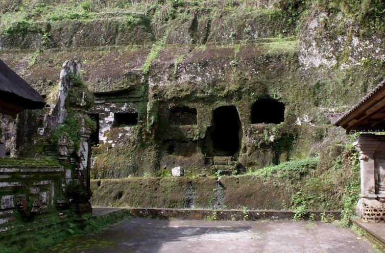 Sziklabarlang Gunung Kawiban