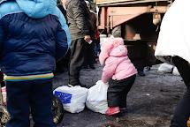 Distribuce potravinových balíčků. Ukrainsk, Ukrajina. Foto: Roman Lunin, Člověk v tísni