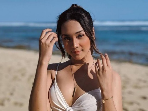 Setahun Berpacaran, Anya Geraldine Pamer Sosok Pacarnya, Udah Anniversary Aja Ya!
