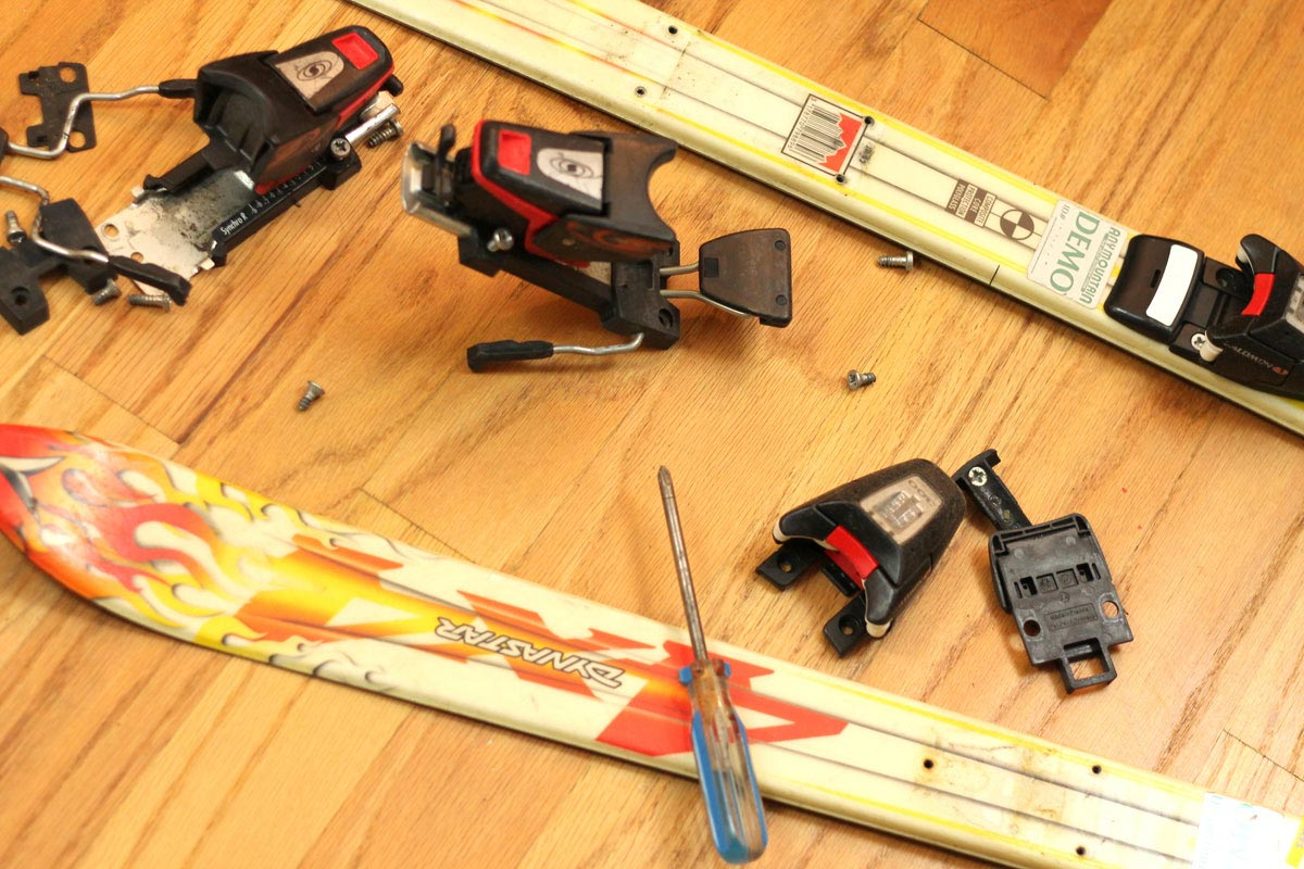 Removing hardware from skis