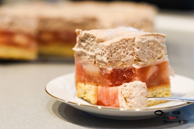 ciasta i desery,ciasto z jabłkami,ciasto na biszkopcie, ciasto z masą śmietanową, biszkopt z 3 jaj,
