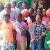 Alcaldía de Los Botados entrega juguetes a niños con motivo del día de los Reyes Magos.