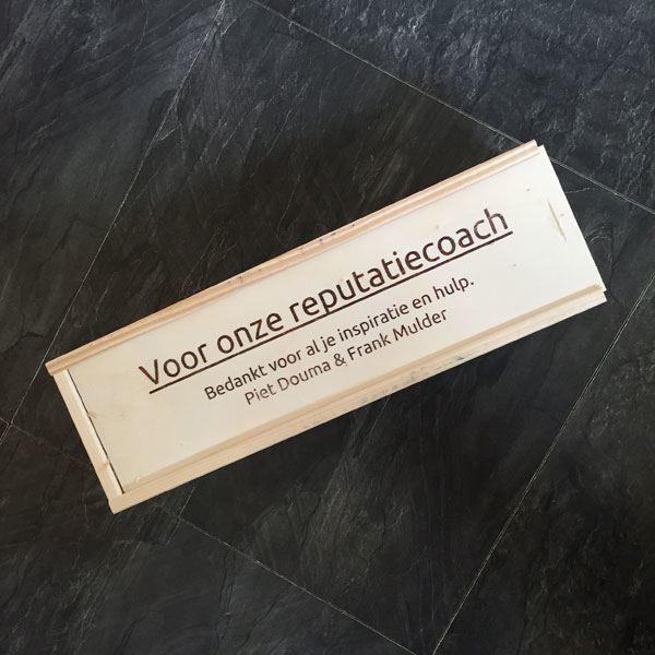 Kistje wijn met opdruk: Voor onze reputatiecoach
