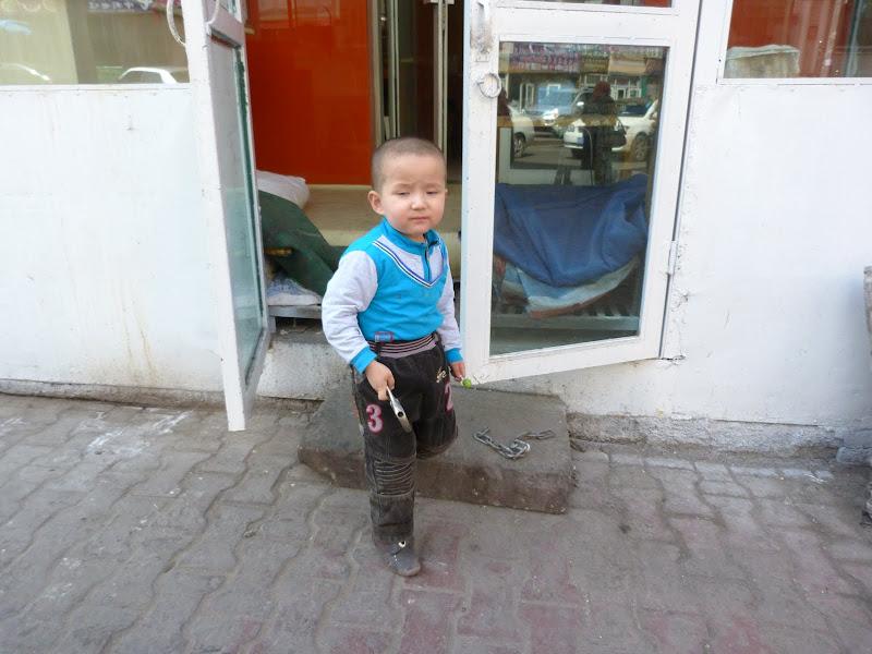 XINJIANG. Urumqi, Grand Bazar, 8 avril - P1270310.JPG