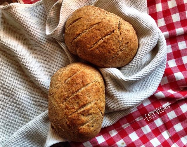 Delizioso pane integrale vegan fatto in casa senza olio.