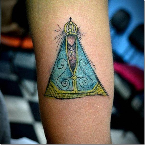 tatuaje_de_nuestra_señora_de_aparecida_a_color_en_el_brazo
