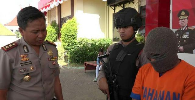 PRIA BERISTRI ASAL DESA JABUNG PROBOLINGGO MEMERAS KORBAN MENGGUNAKAN REKAMAN VIDEO BUGIL