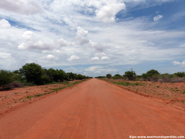 carretera-namibia-arcilla.JPG