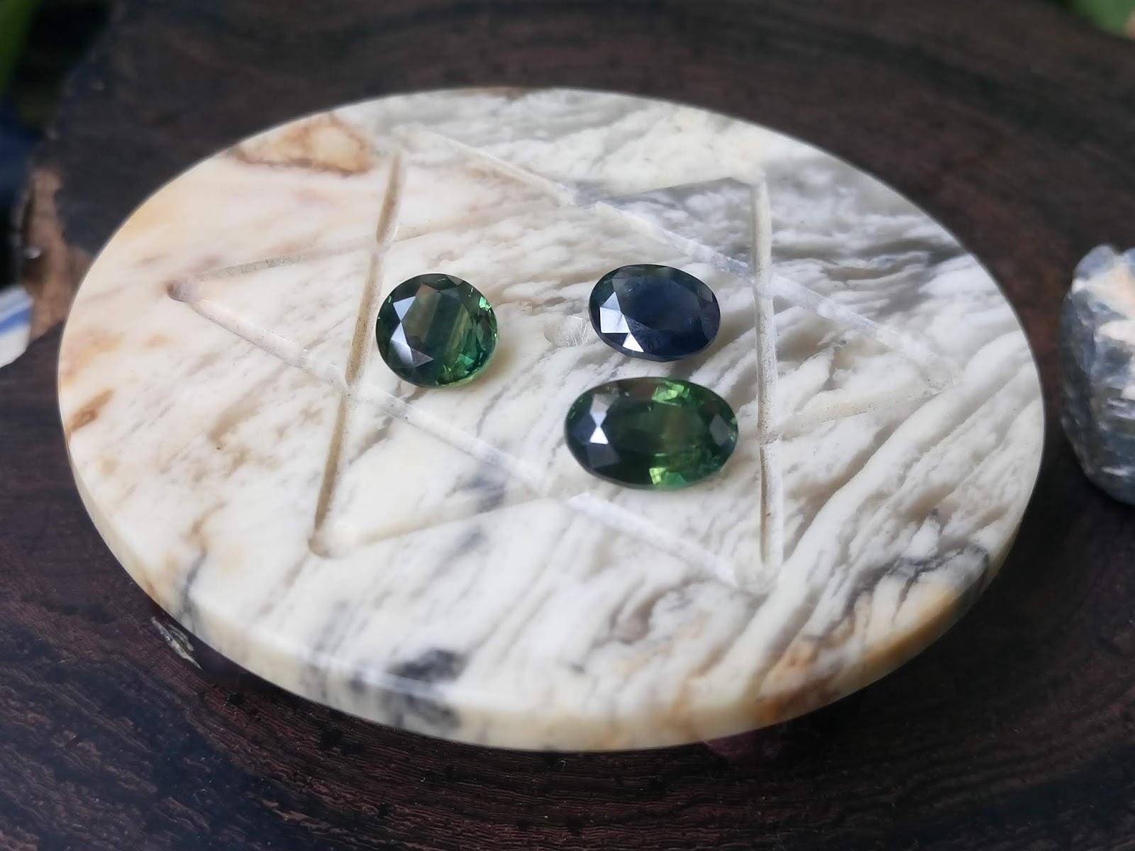 Đá Sapphire thiên nhiên hình tròn và oval, xanh lục và xanh Hero