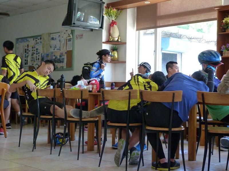 Pause. Ils font le tour de Taïwan en six journées