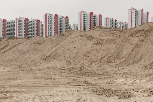 In Lanzhou New Area, recently completed apartment buildings await residents. Photo: Gilles Sabrié / Washington Post