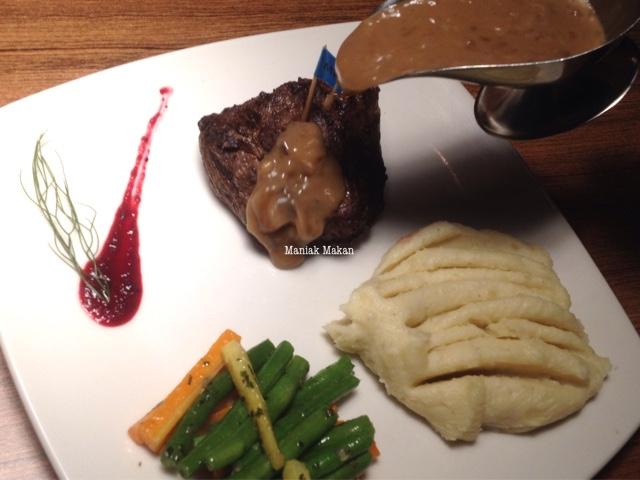 maniak-makan-daging-panggang-resto-sawangan-depok-tenderloin-steak