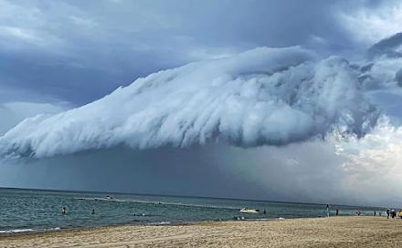 Ένα εντυπωσιακό shelf cloud προκάλεσε έκπληξη στους κατοίκους της Χαλκιδικής το περασμένο Σάββατο