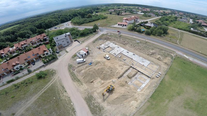 wynajem drona zdjęcia z lotu ptaka z drona budowa bloku - etapy budowy