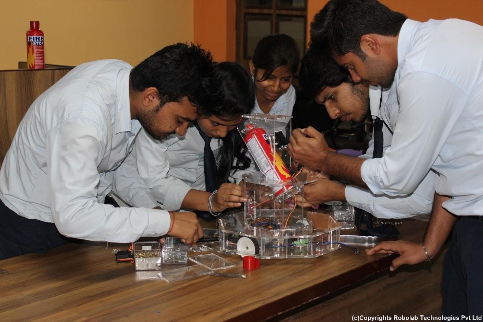 SunderDeep Group of Institutions, Ghaziabad Robolab (31).jpg