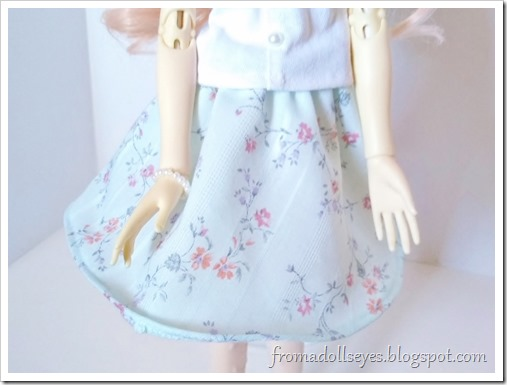 A pretty floral print half circle skirt for a msd sized ball jointed doll.  The tutorial and pattern follows.