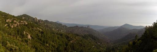 Le vallon de Mulinelle depuis Bocca d'Alzetta Longa avec le Castellacciu bien visible en rive gauche