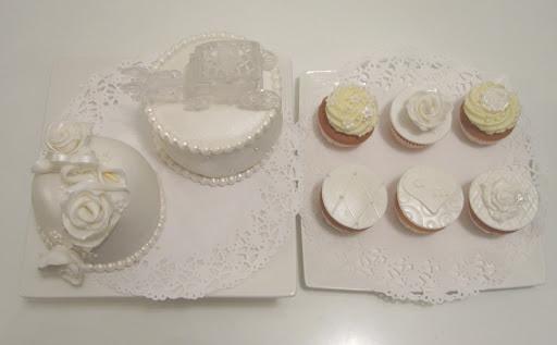 865- Witte taart en cupcakes proeverij.JPG