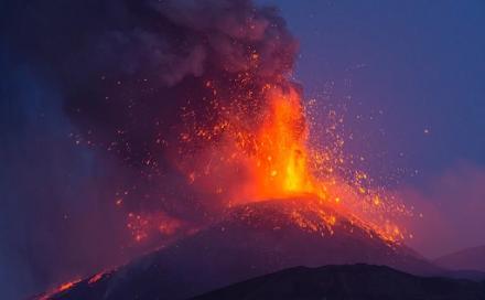 """Η Αίτνα """"ψήλωσε"""" κατά 30 μέτρα μετά τις εκρήξεις των τελευταίων 6 μηνών"""