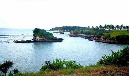Tanah Lot Sukabumi dan Penyu Hijau Berusia 100 Tahun Asal Sukabumi