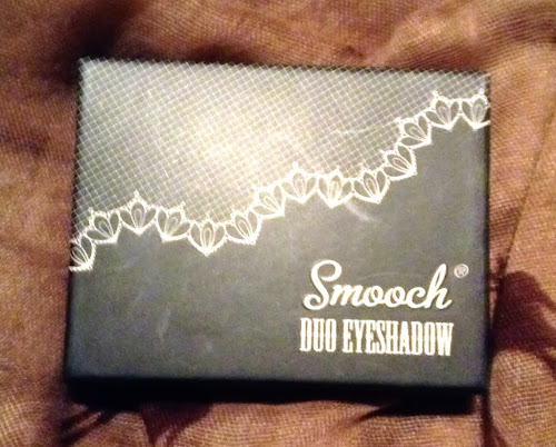 Picture of the box of Smooch Cosmetics Duo Eyeshadow