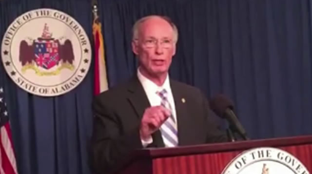 Alabama governor refuses to resign, despite charges