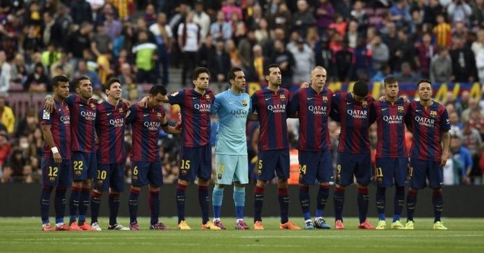 jogadores-do-barcelona-prestam-um-minuto-de-silencio-em-respeito-as-vitimas-do-terremoto-no-nepal-1430244844265_956x500