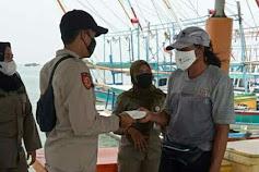 1.400 Masker Dibagikan Polres Kepulauan Seribu ke Warga Sebagai Upaya Cegah Sebaran Covid-19