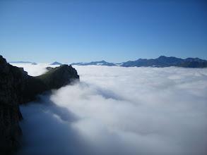 Photo: Un mar de nubes sobre Fuente De desde la estación del teleférico