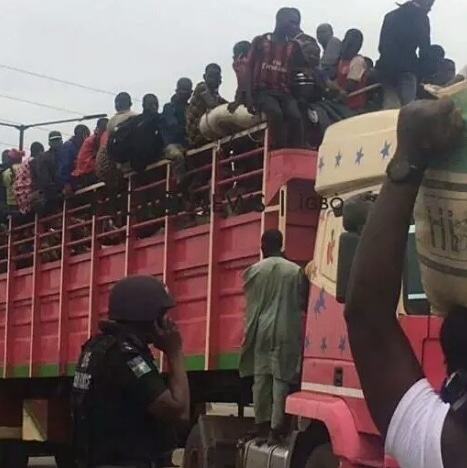 Northerners Caught Trying To Cross Onitsha Bridge By 3am [Video]