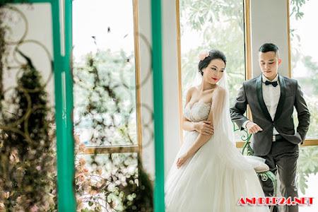 Rapper Tuyết yêu thương khoe ảnh cưới style Hàn Quốc