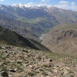 À 3350 m au-dessus de Kuh-I-Lal (Sud de Khorog, Pamir de l'ouest, Tadjikistan),16 juillet 2009. Sur l'autre rive de la Pianj : l'Afghanistan. Photo : J.-F. Charmeux