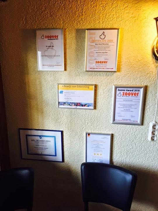 Posterwand (Wall of Fame) in Hotel de Lange Man in Monschau (Eifel, Duitsland)