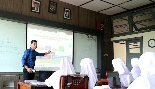 Guru Fisika di Pelosok Desa di Kotabaru, Antarkan Dirinya Meraih Beasiswa ke Jepang